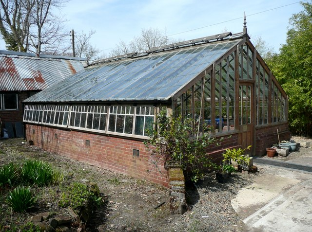 semi-insulated-greenhouse
