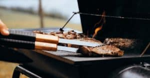 bbqs-the-ultimate-guide-14-allow-the-meat-to-stir
