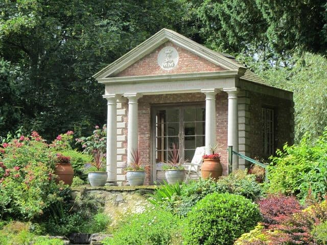 Summer House Ideas – 5 Ideas for Decorating a Summerhouse