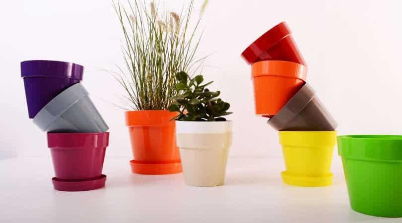 12-genius-gardening-hacks-09-plastic-pots
