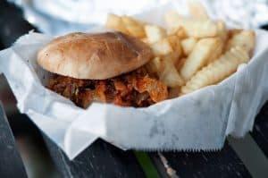 kid-friendly-bbq-party-ideas-3-bbq-burger-bar