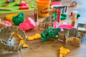 kid-friendly-bbq-party-ideas-8-play-doh-station