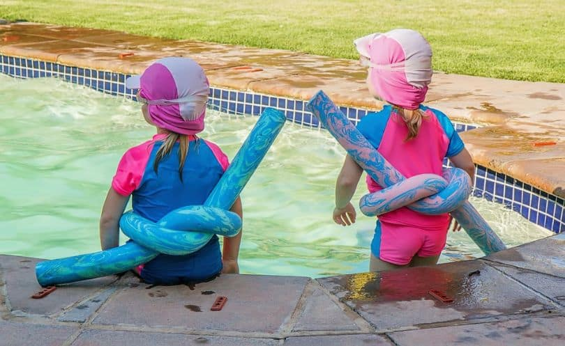 kids-outdoor-party-ideas-1-pool-party