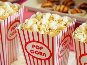 kids-outdoor-party-ideas-2-movie-watching