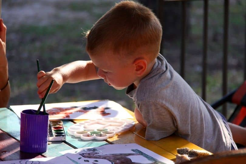kids-outdoor-party-ideas-3-art-extravaganza