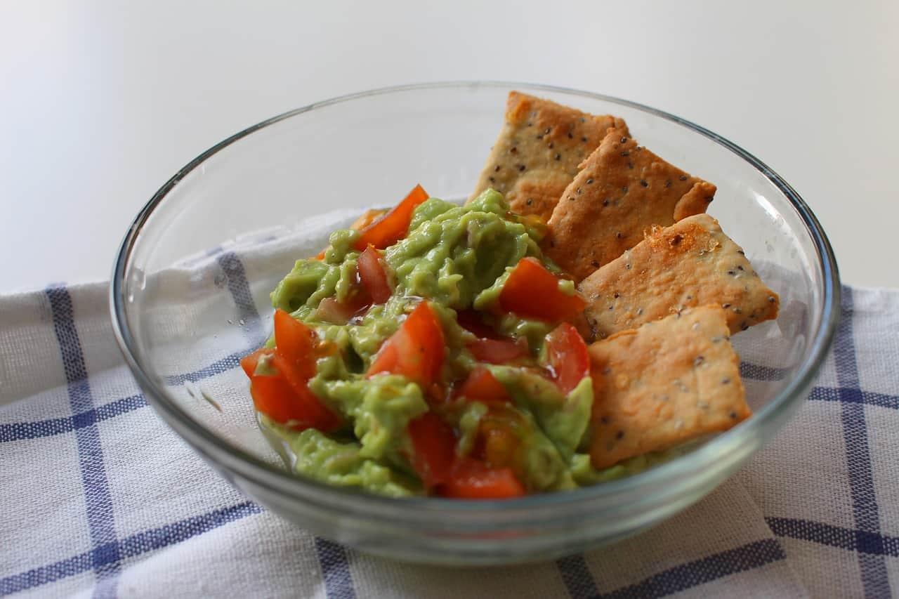snack-ideas-barbecue-party-1-guacamole-salsa