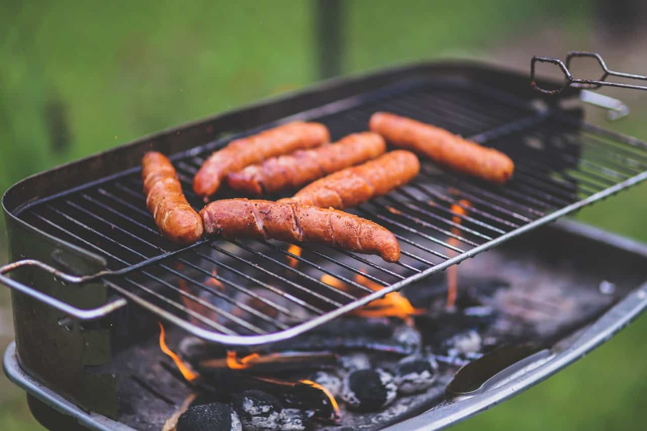 snack-ideas-barbecue-party-15-grilled-sausage