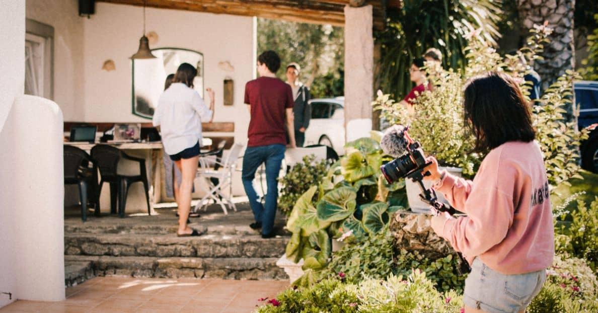 garden-outdoor-party-attire
