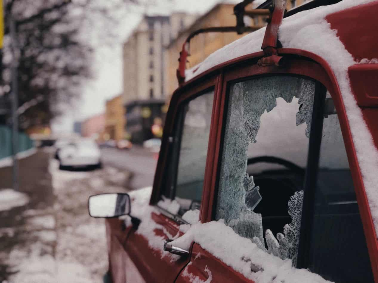 annoying-winter-disadvantages-1-frosty-car