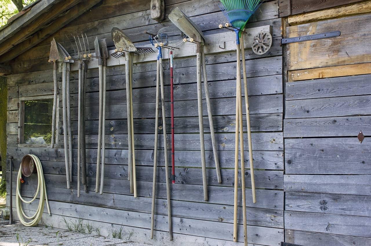 12-shed-storage-ideas-6-tool-hanger-pixabay