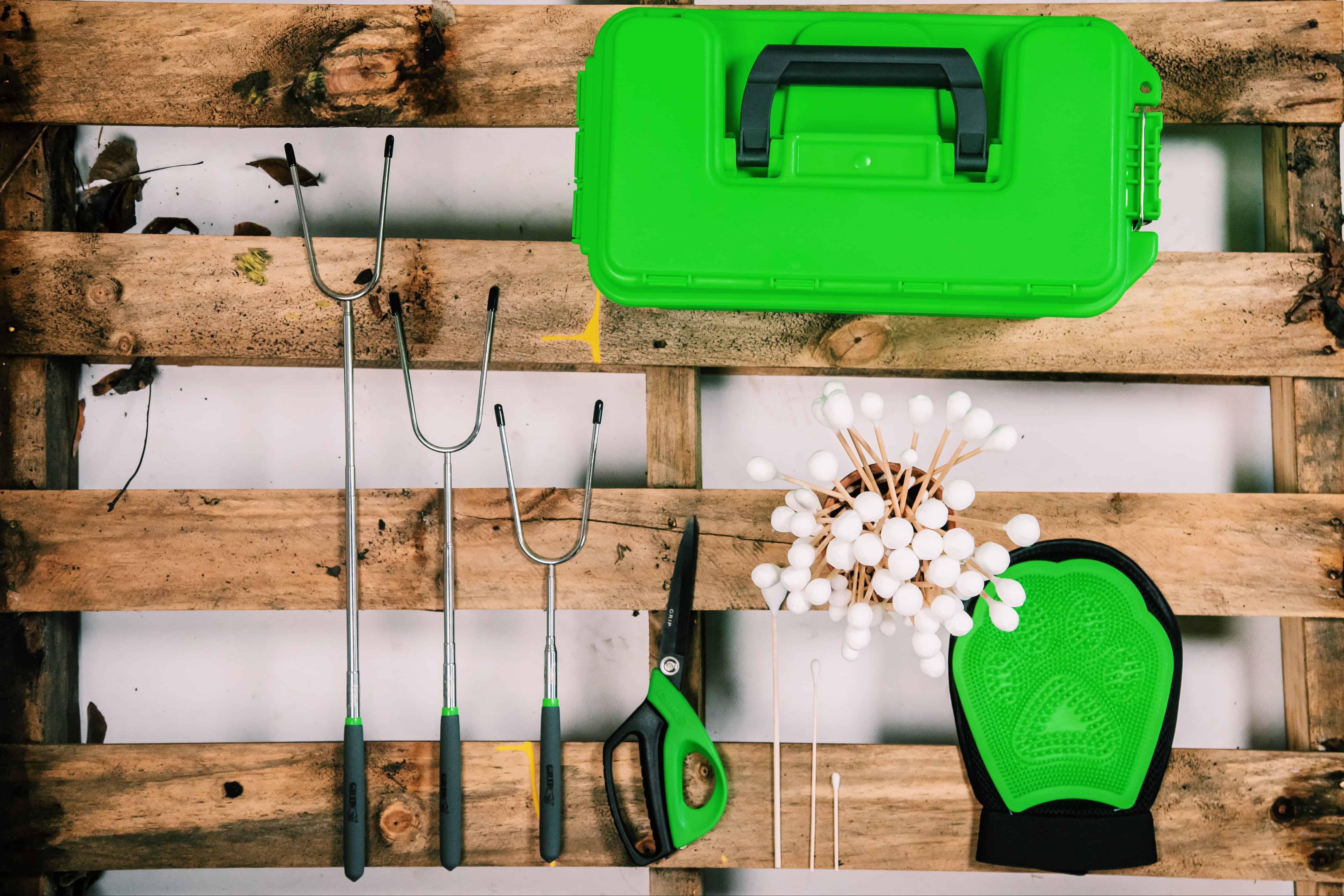 12-shed-storage-ideas-7-wood-pallet-garden-tool-holder-unsplash