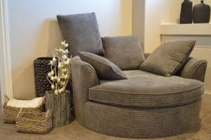 log-cabin-decor-ideas-7-choose-sleek-and-modern-furniture-pixabay