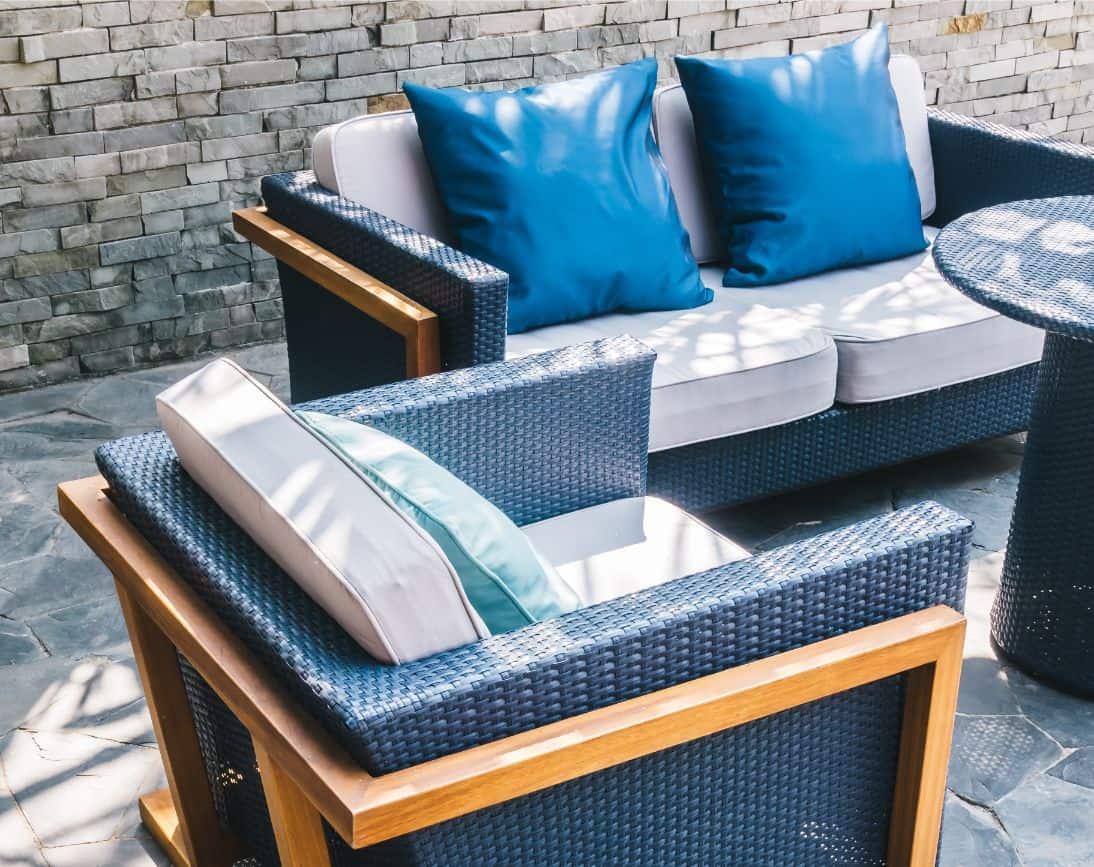 modern-garden-furniture-2020-1-colour-of-the-year-classic-blue-freepik