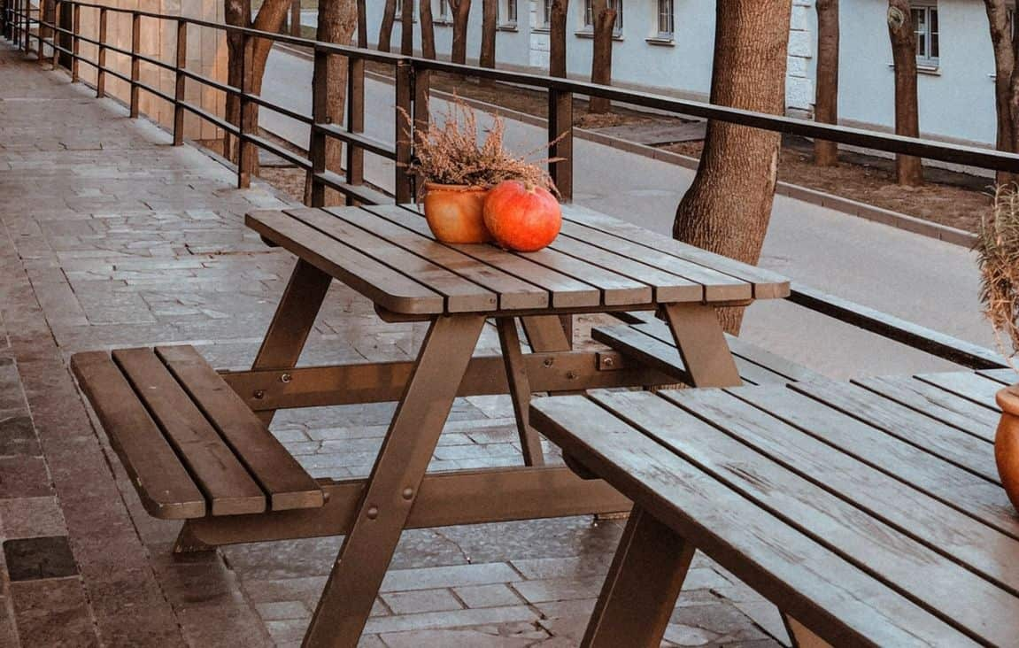 10-diy-outdoor-furniture-2-wooden-picnic-table-pexels