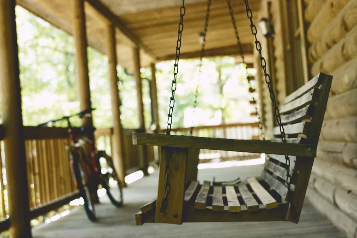 10-diy-outdoor-furniture-4-bench-swing-pexels