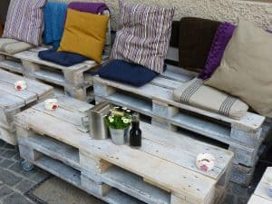 10-diy-outdoor-furniture-6-rolling-console-pexels