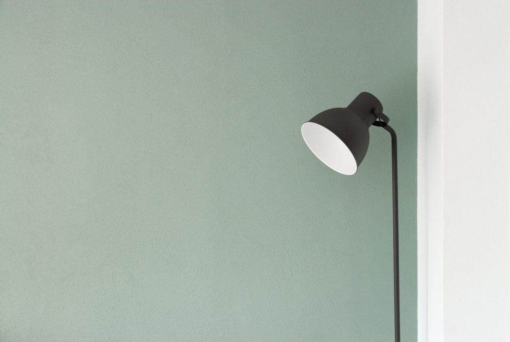 A singular lamp