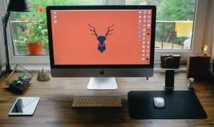 productive-home-office-setup-2-declutter-your-desk-unsplash-