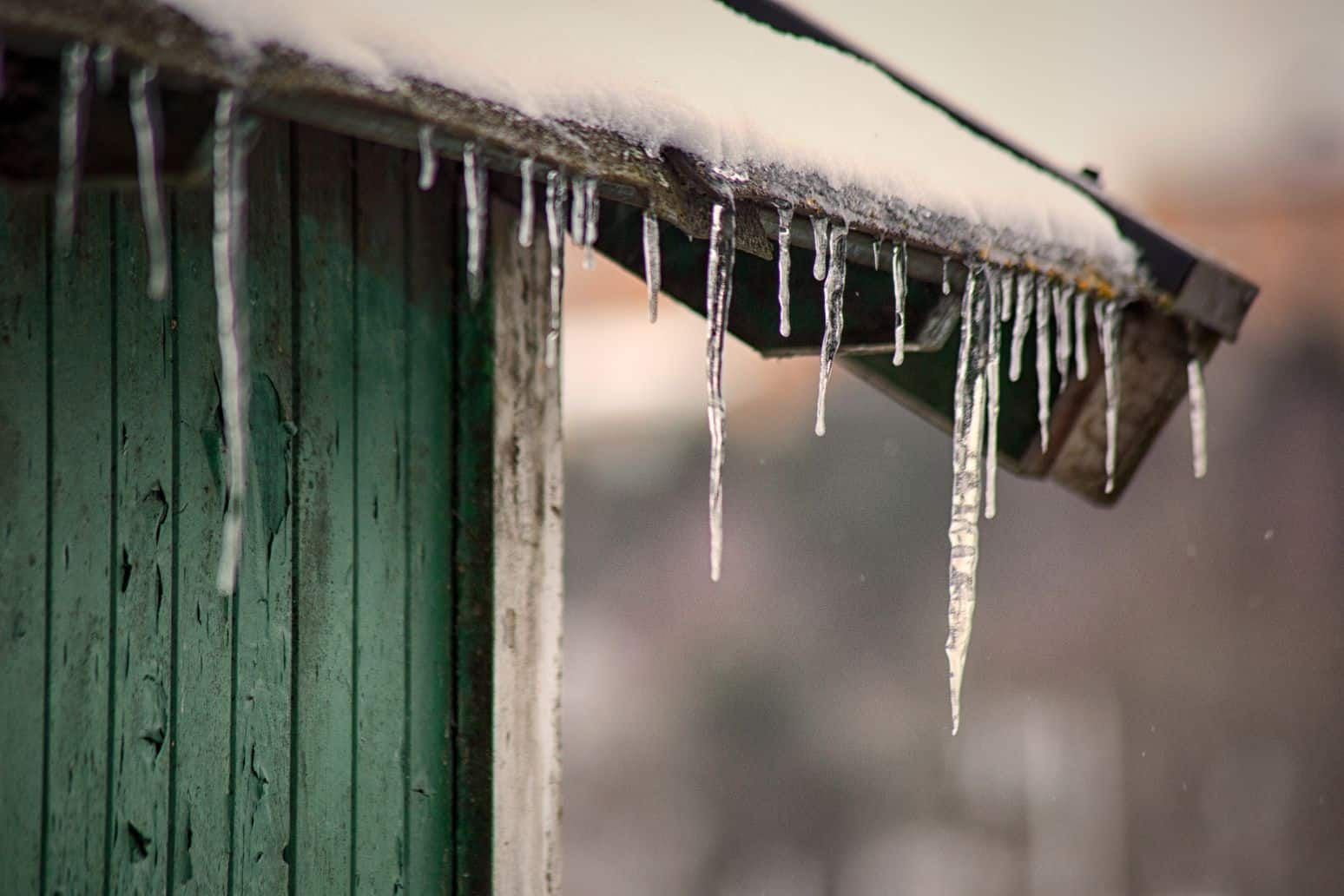 reasons-garden-shed-leaks-5-ice-dam-build-up-unsplash