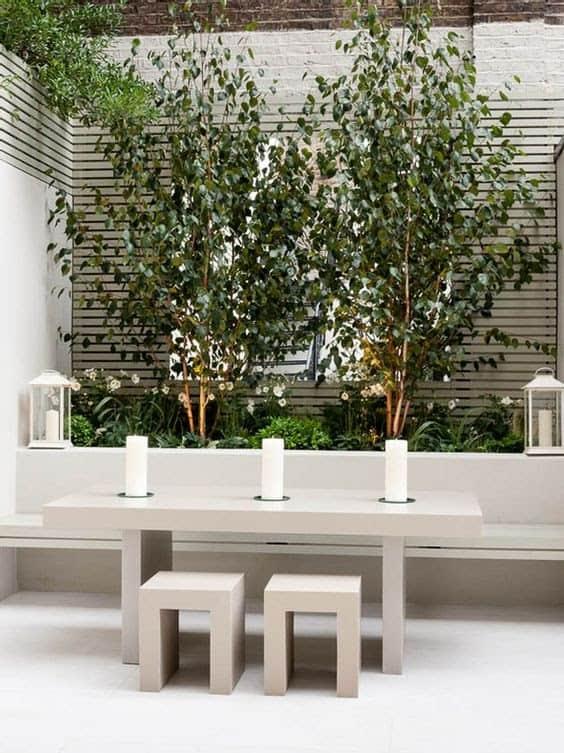 A minimalist ivory courtyard design
