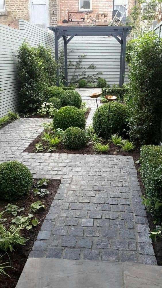 A tin garden with a traditional cobbled path