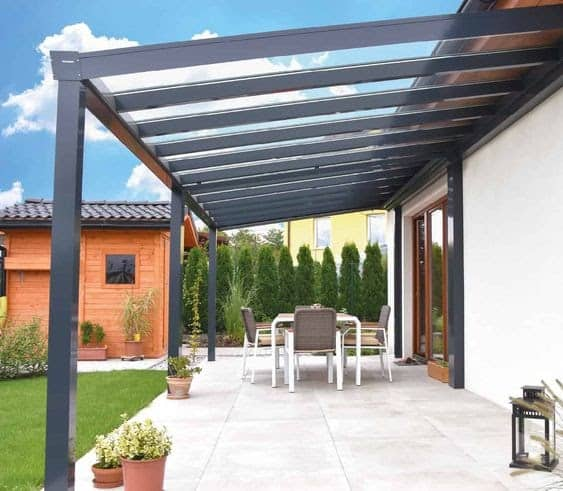 A transparent porch that lowers the sun intensity during the day