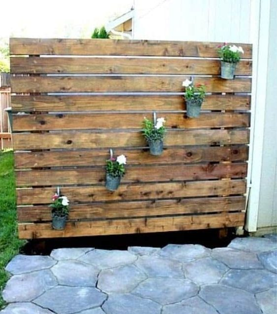 Wooden planks for separating spaces in the backyard