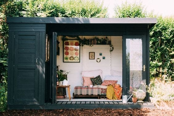 A cute cabin style perfect for small gardens