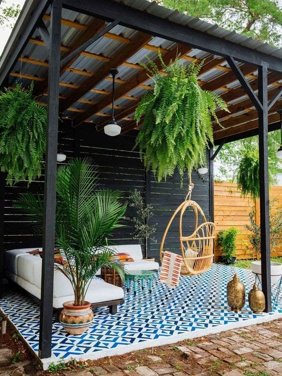 A relaxing garden getaway with colourful and cool pattern tiles