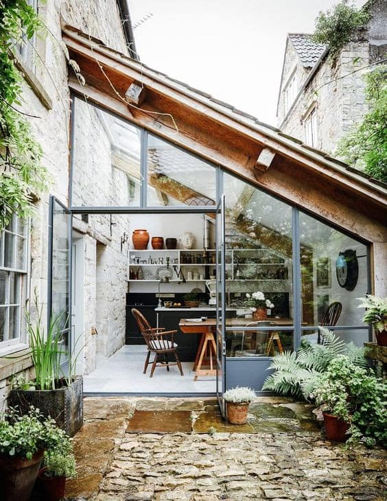 Unique and modern little getaway in the garden
