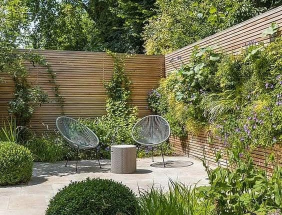Small garden with wooden walls