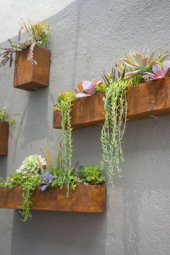 Wooden floating pots