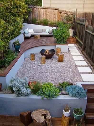 Modern garden with gravel paving