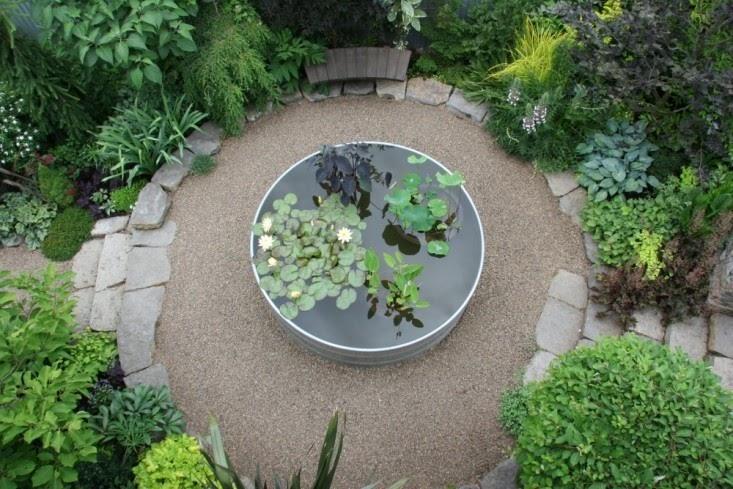 Circular shaped gravel pathway