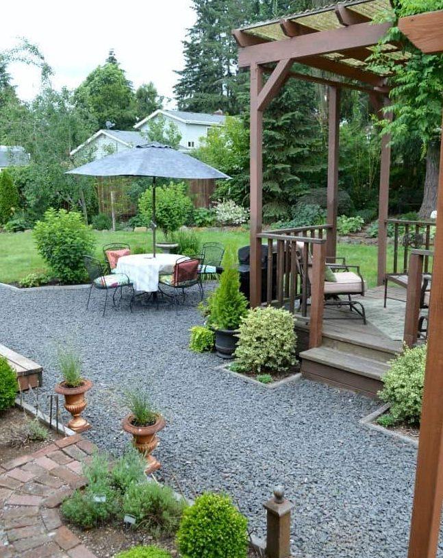 A stylish but minimal maintenance patio area using gravel