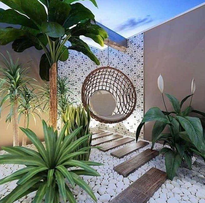 Modern garden corner with light-coloured stone paving