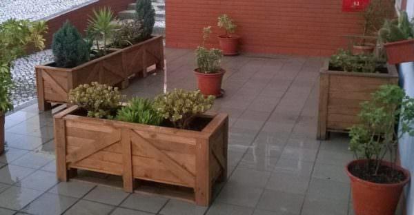 patio pallet planters