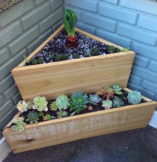 triangle corner planter