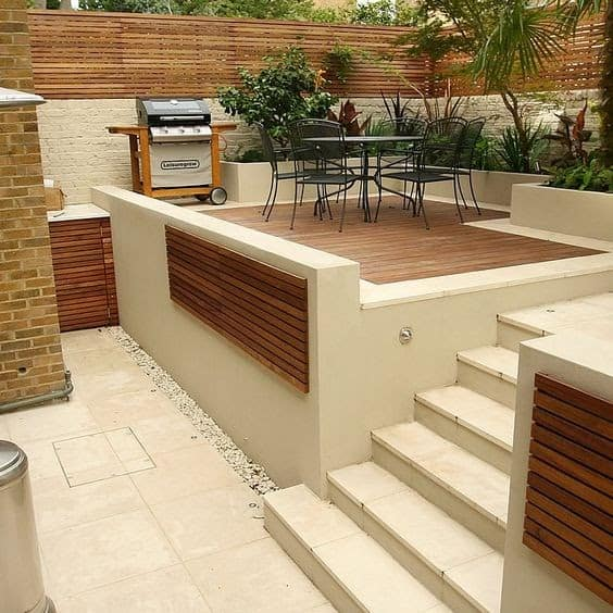 Contemporary chic garden with decking and pale-coloured paving stones