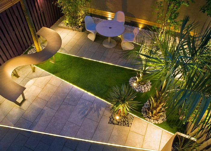Garden floor with a range of lighting, picking out the focal point of the space