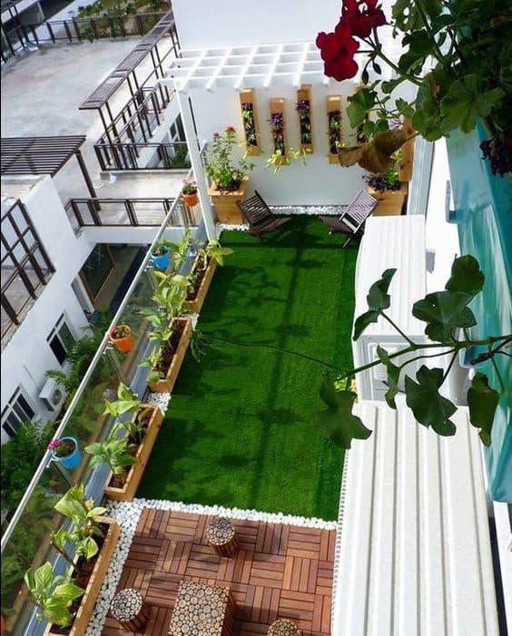 Side pergola on balcony