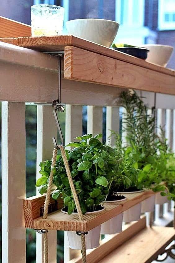 Hanging pot shelf using the rail of the balcony