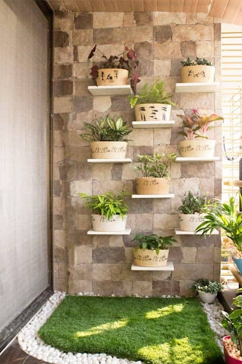 Pretty wall and pots