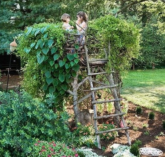 A simple DIY treehouse made from natural materials