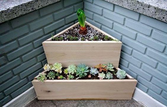 Small corner planter