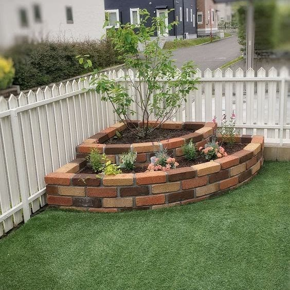 Brick corner planter
