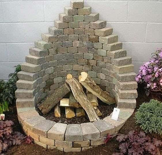 Landscaping pavers fire pit