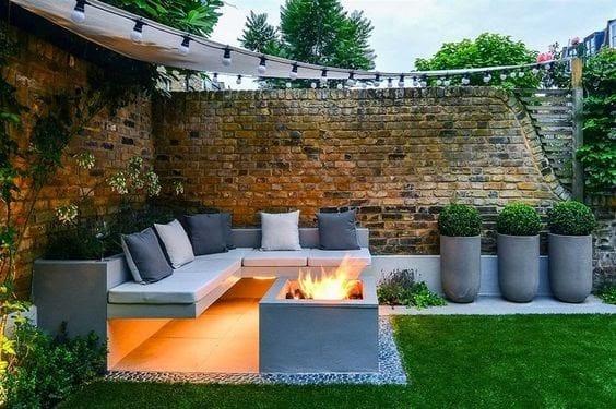 Small but stylish corner with stylish seating area