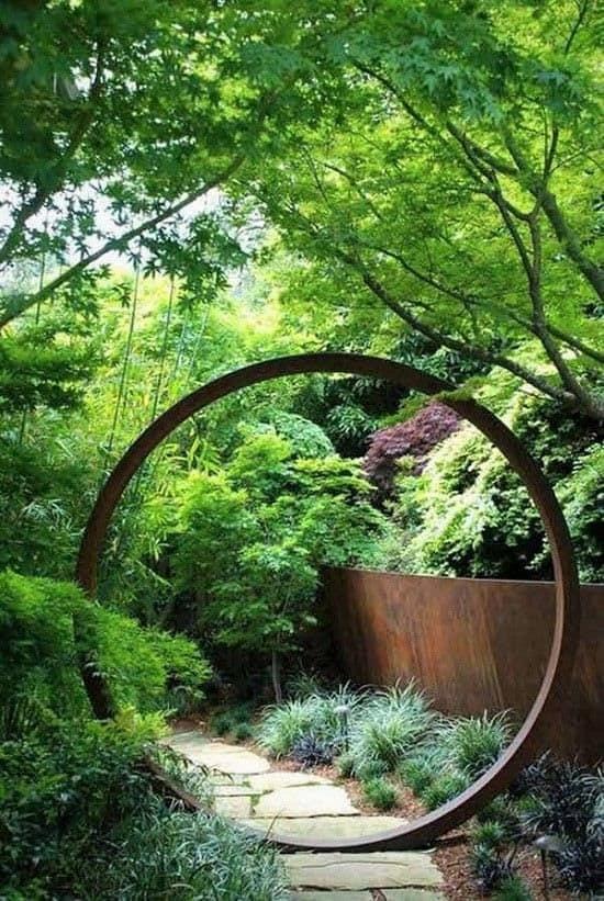 Full-moon shaped backyard gate