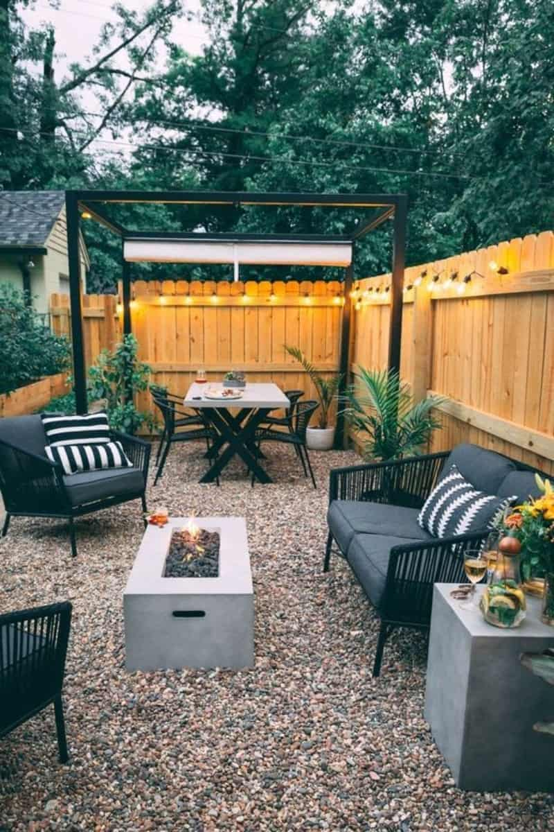 Pergola with rolling canopy